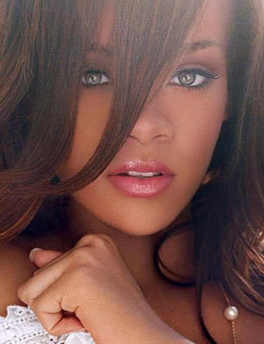 Alege dintre 2 poze! - Pagina 2 Rihanna-picture-5