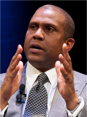 Tavis Smiley Is A CLOWN And A First Class HATER Of The President