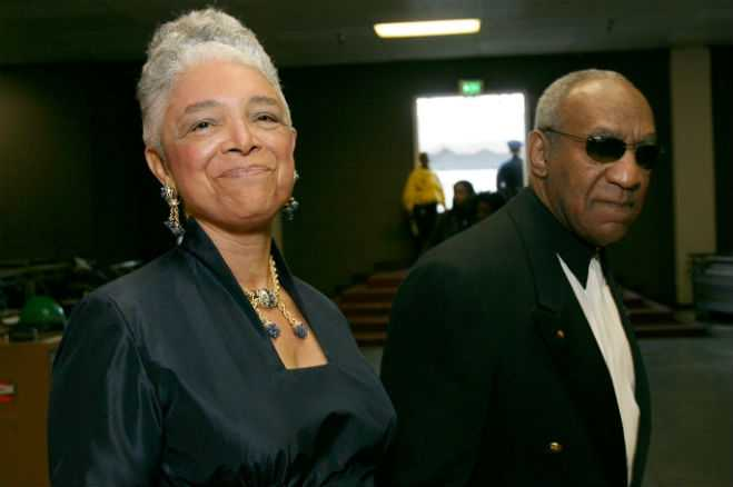 bill-cosby-wife-camille-defends-husband-fe_2014-12-15_23-20-29